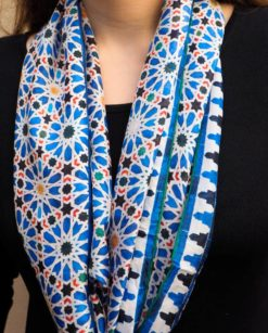 Pañuelo de seda para el cuello con mosaicos árabes azules