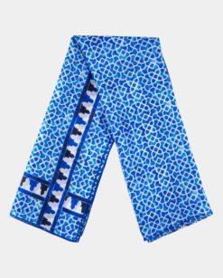 Fular de seda estampado azul y blanco