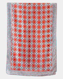 Fular de seda natural con geometrías azul y rojas