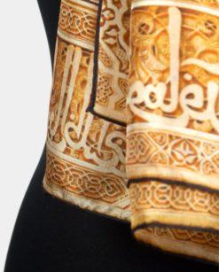 Pañuelo de seda cosido a mano