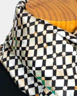 pañuelo de seda mujer detalle del cuello