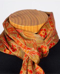Chal de seda para el cuello