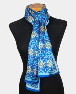 Fular de seda azul con estampado oriental