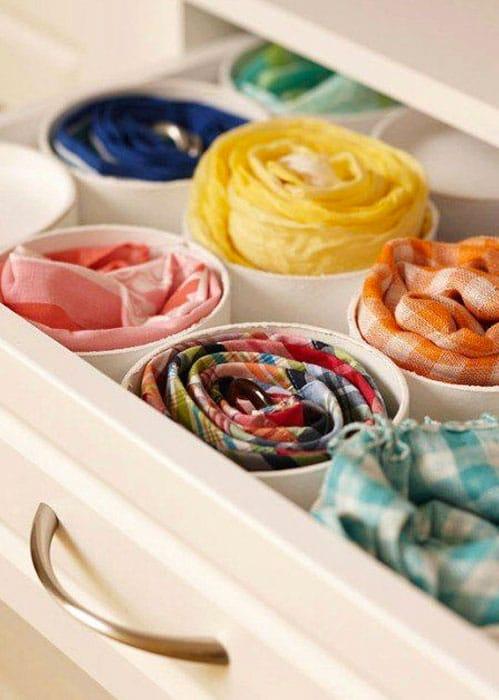Cómo guardar pañuelos de seda enrollados